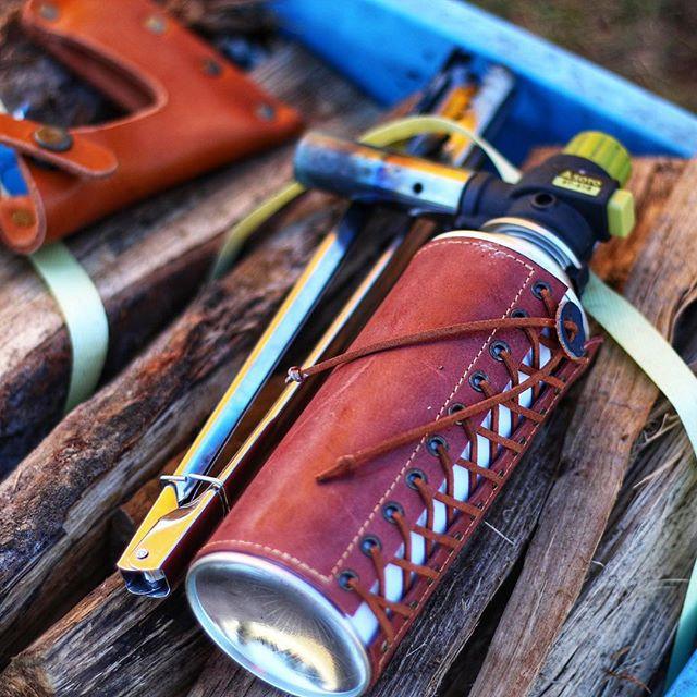 今回キャンプで焚き火の火起こしで使ったガスバーナー薪が燃えていても革がガス管を守ってくれました!なかなか使えるヤツです。6回つかって革もいい感じに濃くなりました^_^また使った感じを報告しますね〜#キャンプ #キャンプギア #キャンプ道具 #キャンプ用品 #キャンプ好きな人と繋がりたい #アウトドア #アウトドアギア #アウトドア用品 #アウトドアライフ #アウトドア好きな人と繋がりたい #焚き火 #焚き火好き #火起こし #ガスバーナー #ガスバーナーカバー #ガス管カバー #cbガス #cbガス缶カバー #レザクト #レザクトキャンプ用品 #leathact #camp #camplife #outdoor #outdoorlife #outdoorslife #outdoorfun #outdoors#camphack取材