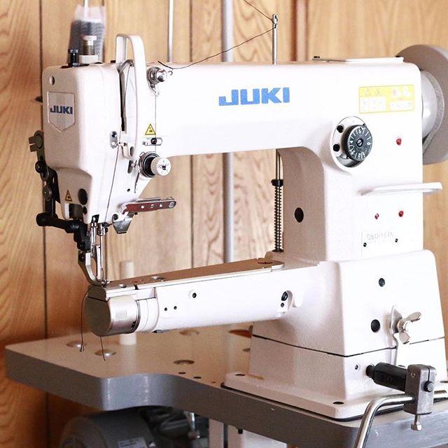 LEATHACT に産業革命が️工業用厚物縫い腕ミシンが導入されました。これで今まで出来なかった事が可能に・・・。ムフフです笑#レザクト #レザクトキャンプ用品 #leathact #機械導入 #工業用ミシン #腕ミシン #腕ミシン上下送り #ワクワク #仕事がはかどる