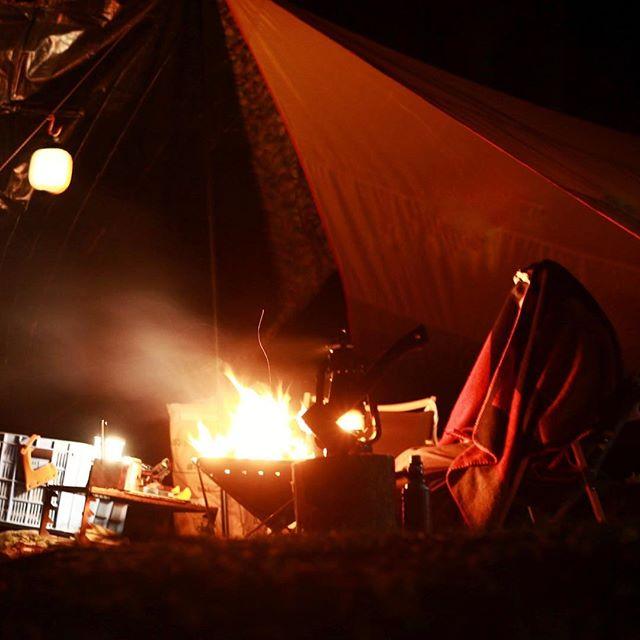 過去pic11月29.30日大津谷キャンプ場にて冷え込む夜は焚き火で温まるコーヒー飲みながらおしゃべり#leathact #キャンプ #キャンプ好きな人と繋がりたい #冬キャンプ #秋キャンプ #アウトドア #アウトドア好きな人と繋がりたい #アウトドアライフ #camphack取材 #campzine掲載希望 #camp #camplife #outdoor #outdoors #outdoorlife #スノーピーク #斧 #焚き火 #大津谷公園キャンプ場