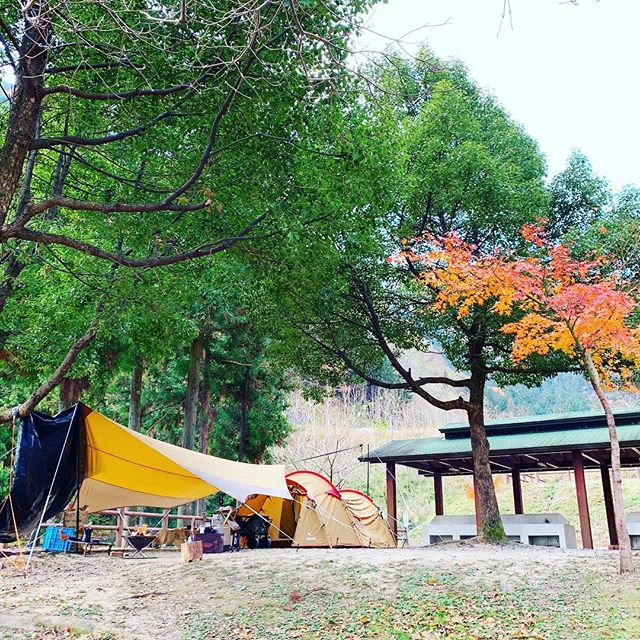 過去pic11月29.30日大津谷キャンプ場にて紅葉キャンプ️焚き火で暖を取る#leathact #キャンプ #キャンプ好きな人と繋がりたい #冬キャンプ #秋キャンプ #アウトドア #アウトドア好きな人と繋がりたい #アウトドアライフ #camphack取材 #campzine掲載希望 #camp #camplife #outdoor #outdoors #outdoorlife #スノーピーク #スノーピークテント #スノーピーク焚き火台 #大津谷公園キャンプ場